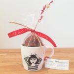 Geschenkidee kopje met 2 chocoladezoenen